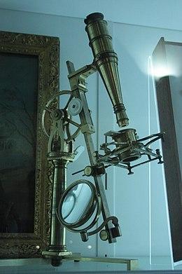 260px-William_Hunter's_microscope,_Hunterian_Museum,_Glasgow